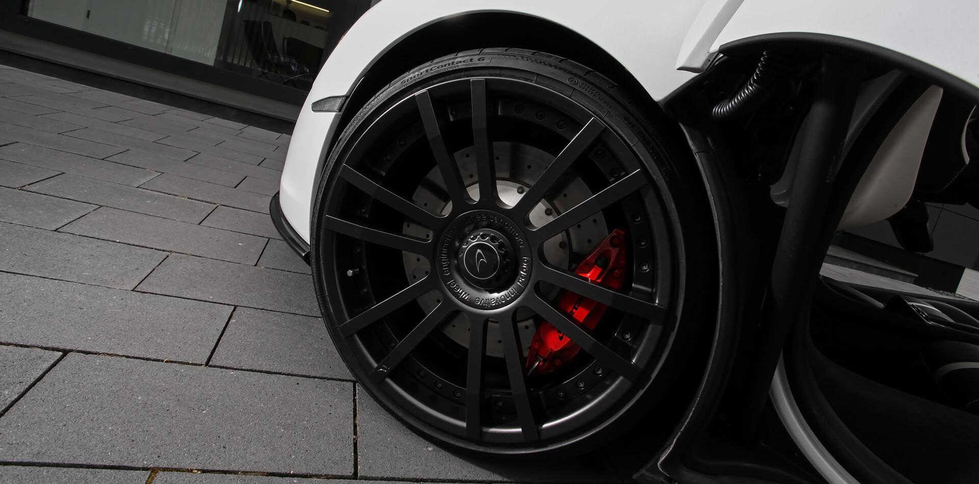9,0×20 Zoll Schmiedefelge F.I.W.E. mit 235/30/20 für Vorderachse McLaren 570GT