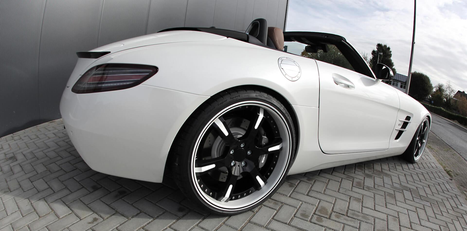 Mercedes SLS AMG mit hydraulisch verstellbarem Rennsportfahrwerk