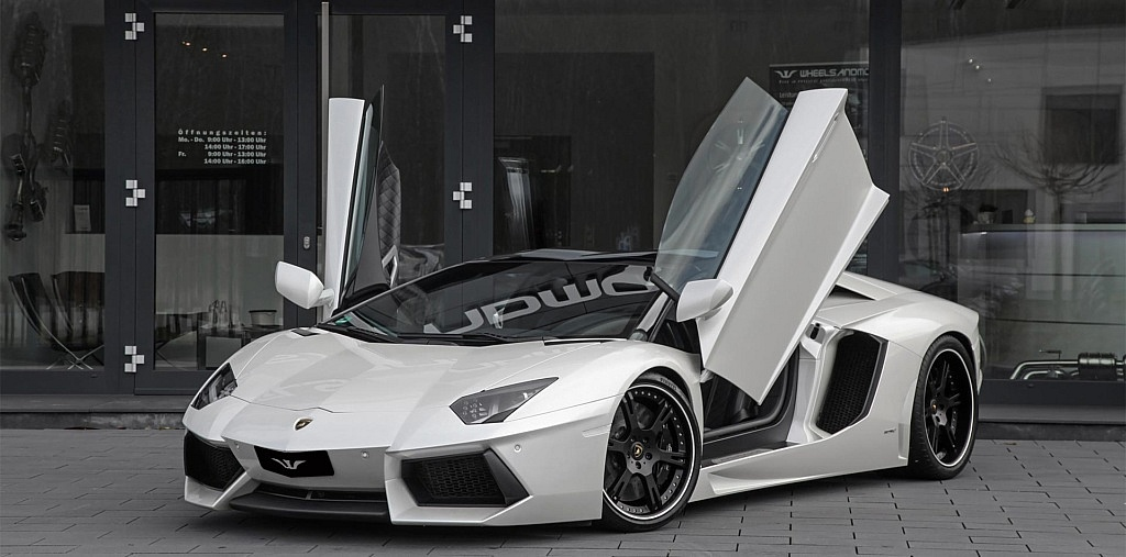 Lamborghini Aventador LP700-4 mit Tieferlegung, Klappenauspuff u