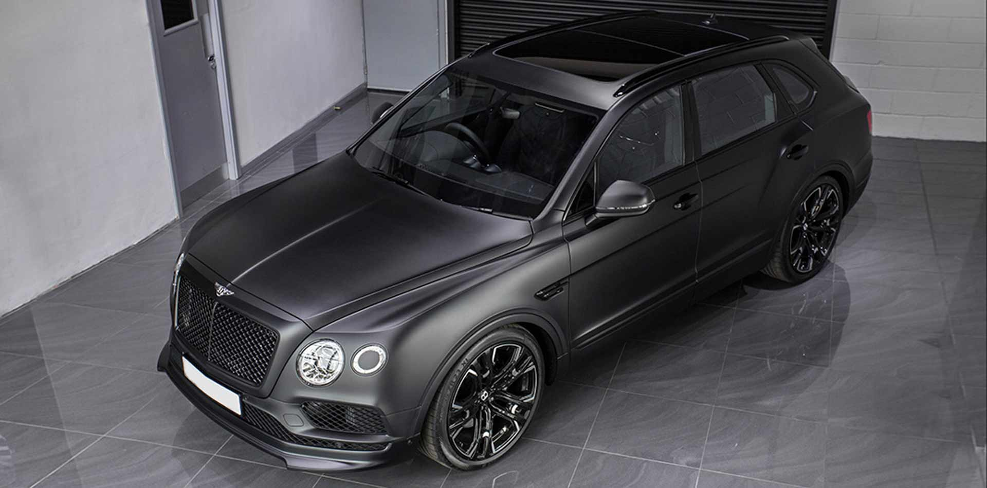 Dezentes Tuning am Bentley Bentayga mit Tieferlegung und 23 Zoll