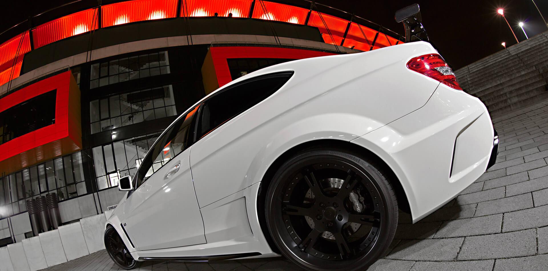 Mercedes C63 AMG black Series mit 20 Zoll Schmiedeflegen und KW Gewindefahrwerk