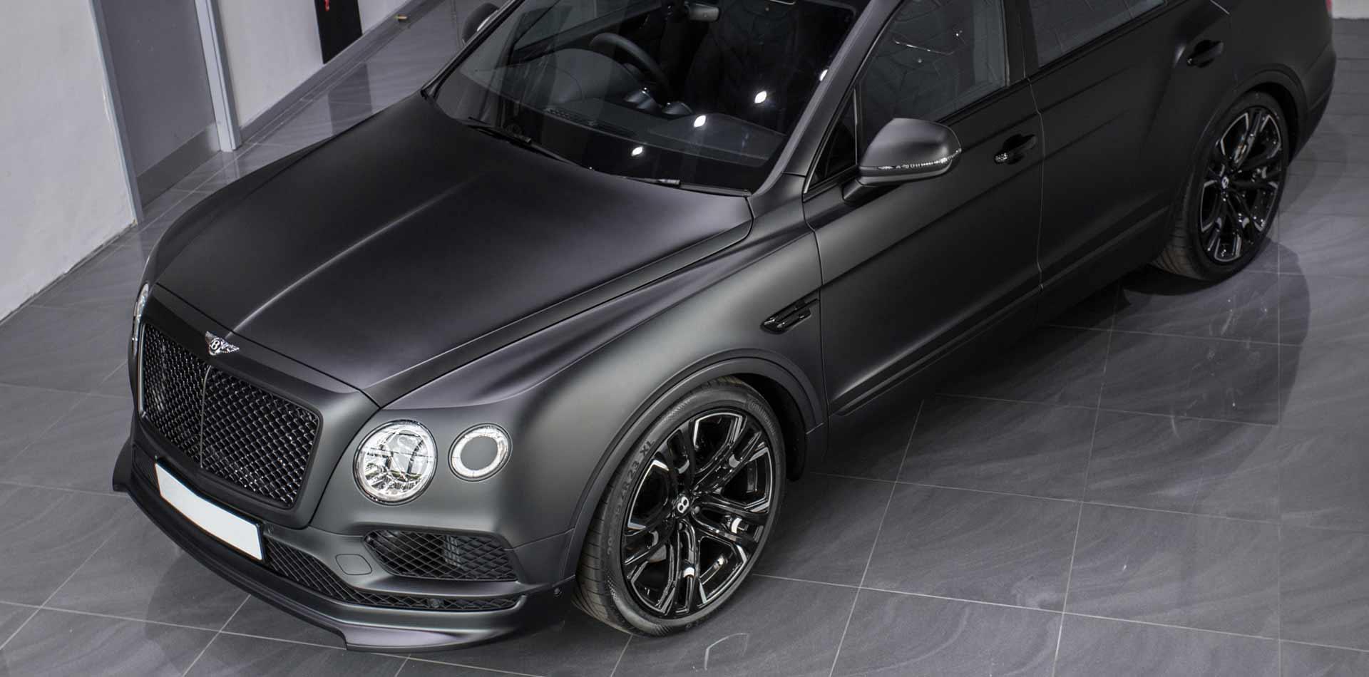 Bentley Bentayga mit Fahrwerksoptimierung durch Tieferlegung und