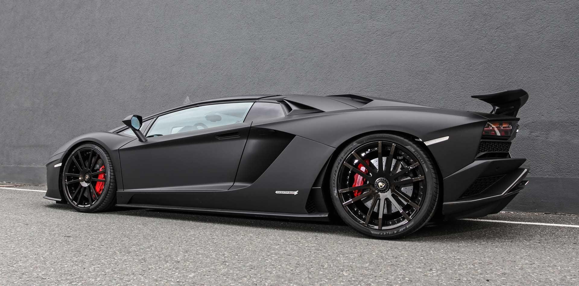 black beast - aventador wheelsandmopr seite vor mauer